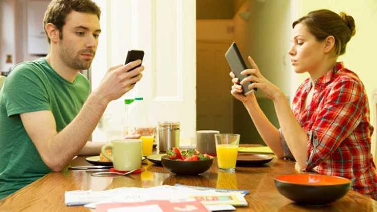 problemas tipicos de las parejas producto de la tecnologia