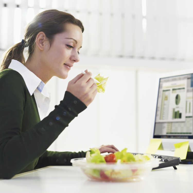 comer mientras se trabaja