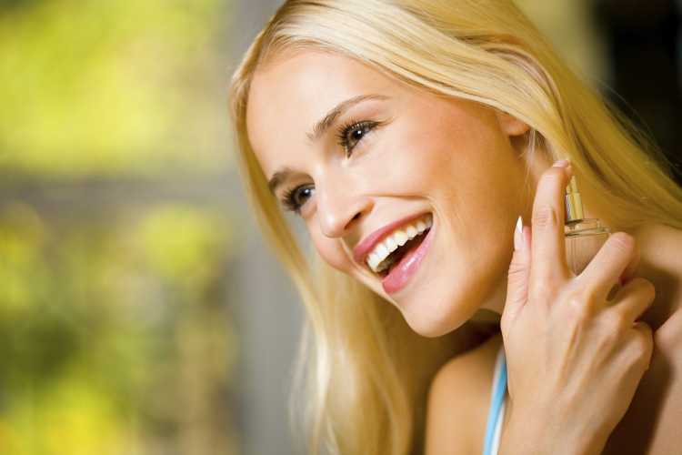 perfume detras de las orejas