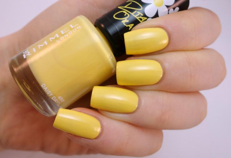 uñas color amarillo
