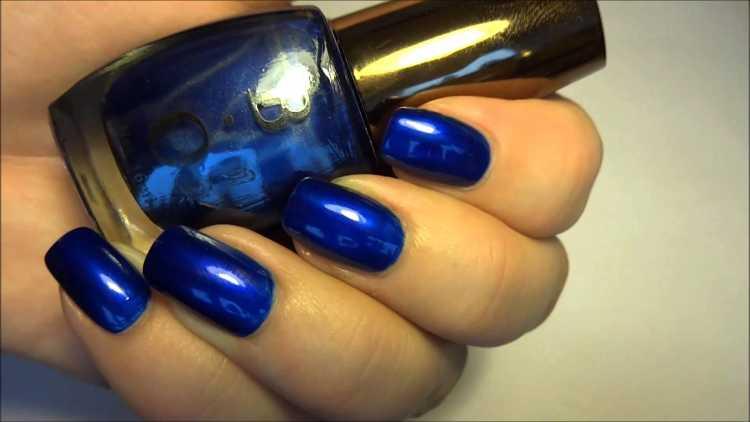 uñas de color azul