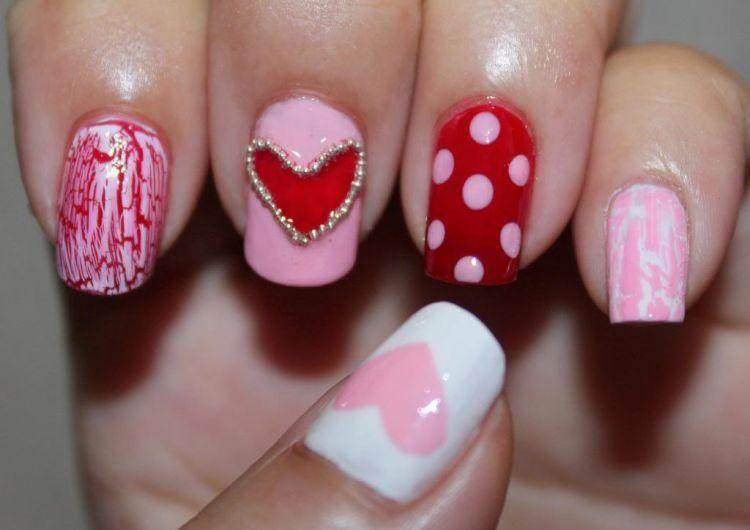 diseño uñas corazones