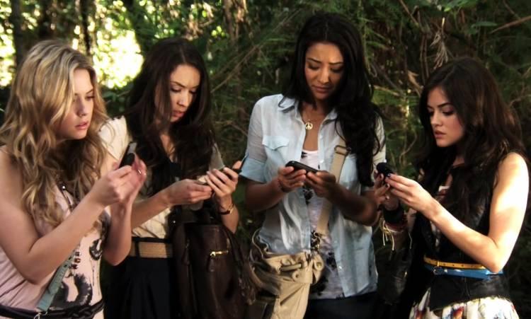 usar celular en reuniones sociales