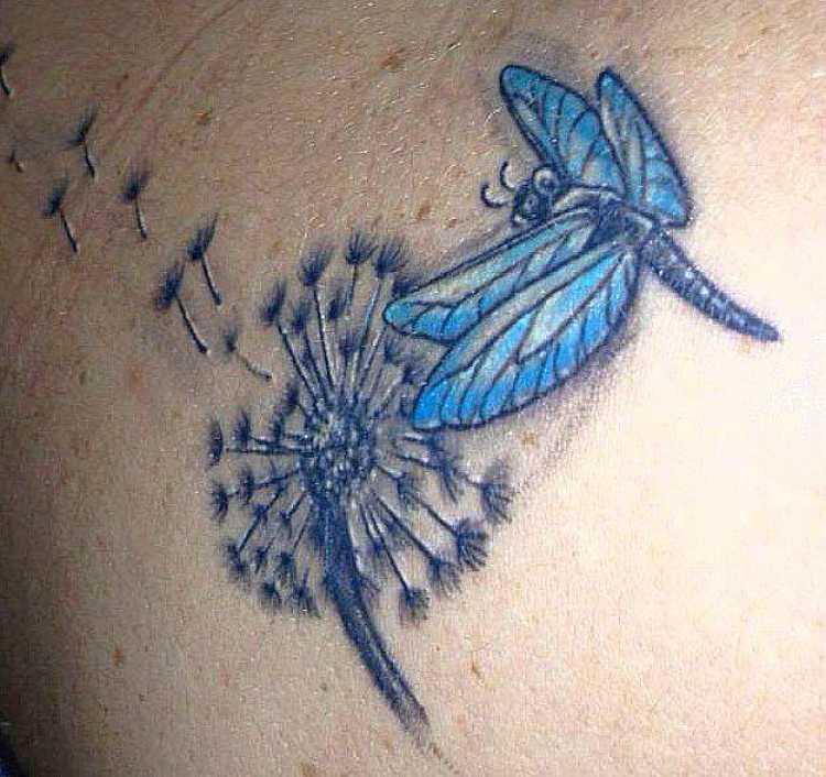 tatuaje de diente de leon con mariposa