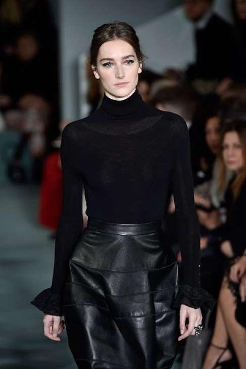 traje negro con cuello