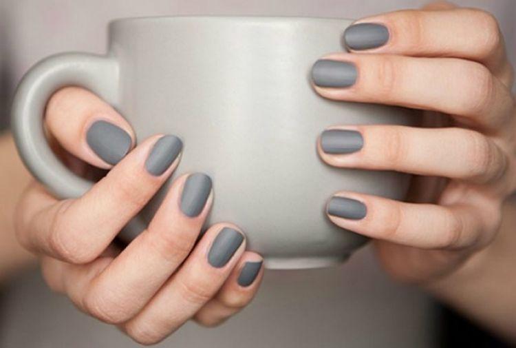 color esmalte gris sobrio