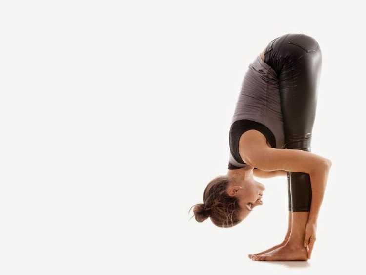 flexion hacia adelante yoga