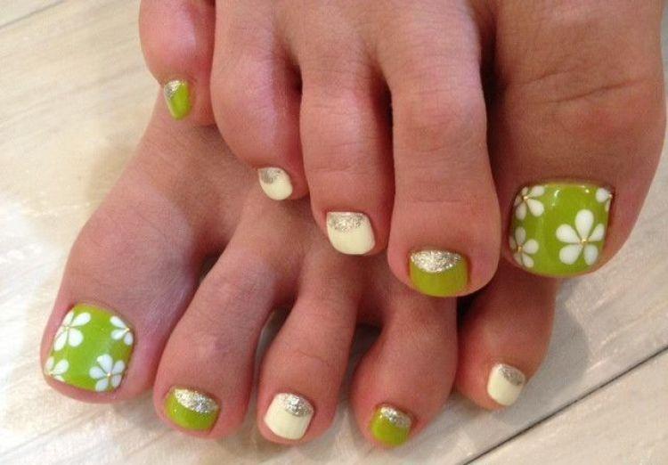 diseño uñas pies flores