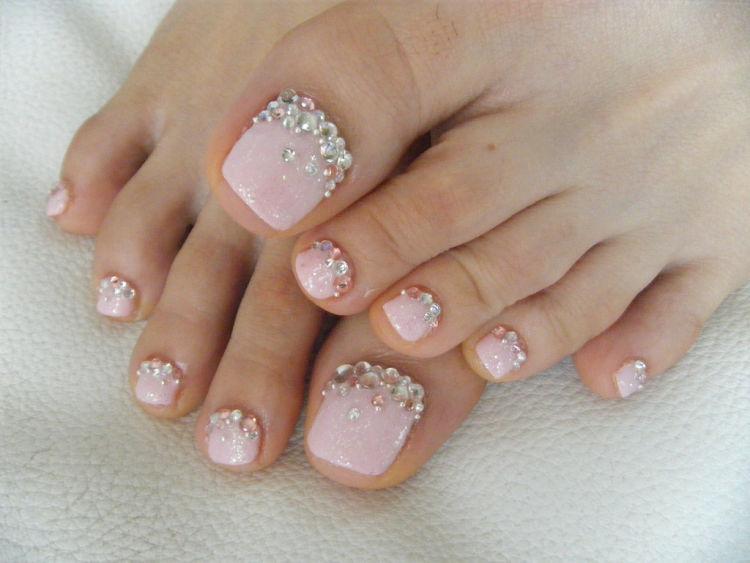 diseños uñas pies piedras