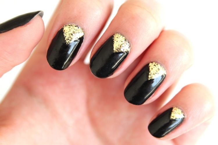 nail art triangular negro