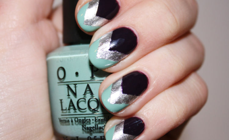 nail art triangular tres colores