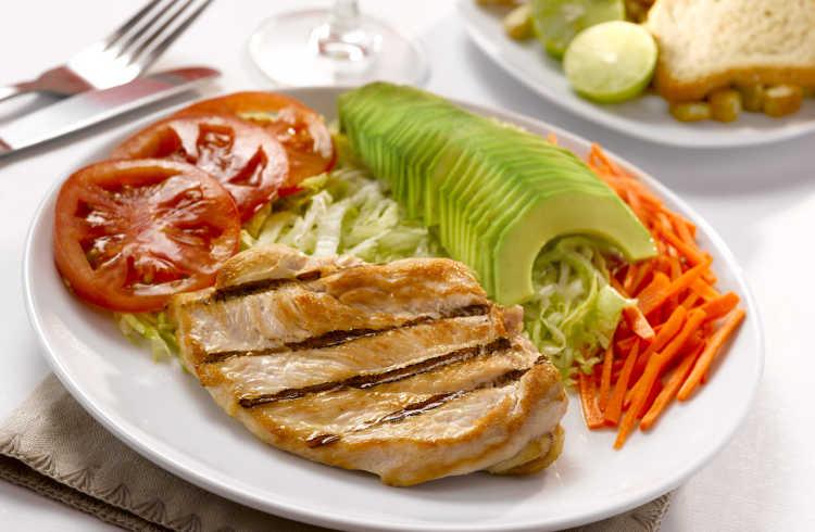 pollo a la parrilla con vegetales