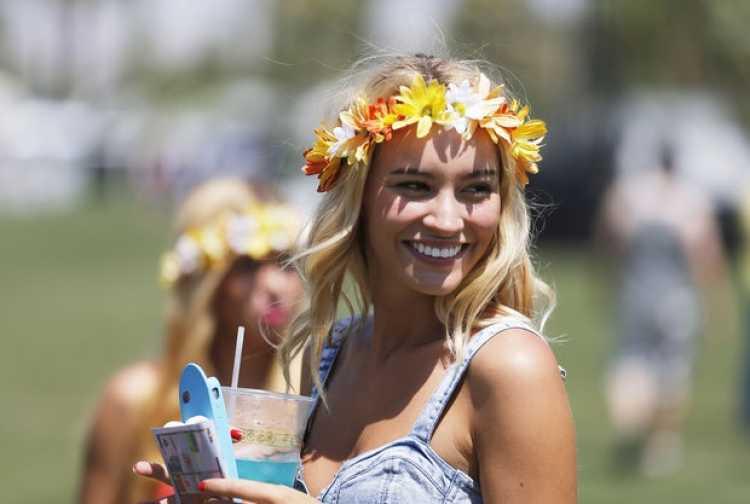 corona de flores look boho