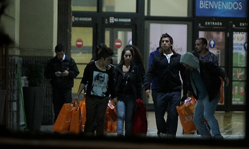 Mundos Opuestos1 490x294 La secreta salida al Mall que anoche realizaron los integrantes de Mundos Opuestos