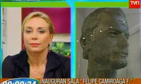 felipe tvn karen 490x294 Revelada escultura de Felipe Camiroaga en museo de Villa Alegre