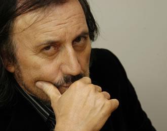 Carlos Nelson Pinto Sepúlveda (n. 12 de mayo de 1959) es un periodista chileno. Conocido principalmente por ser conductor, guionista y director de los ... - carlos-pinto