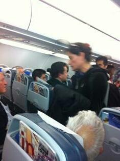A7Y yK2CEAAkqPV 2 actores expulsados de vuelo en Punta Arenas