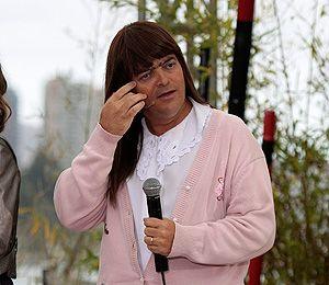 elvira Elvira llegó a Mundos Opuestos 2 para poner en aprietos a los participantes