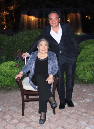127 359x490 La madre de Luis Jara se encuentra grave