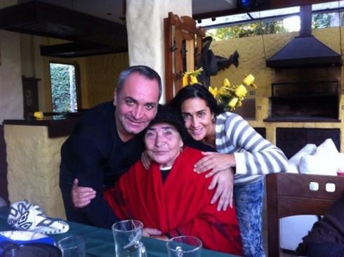 53 490x366 La madre de Luis Jara se encuentra grave