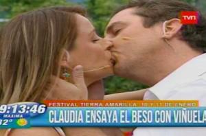 Claudia Conserva beso a Jose Miguel Viñuela