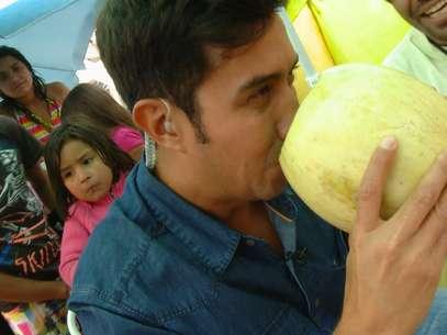 Héctor Morales Melón con vino