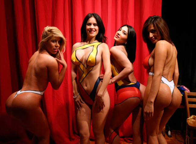 Pintan cuerpos desnudos de mujeres con los mejores vikinis