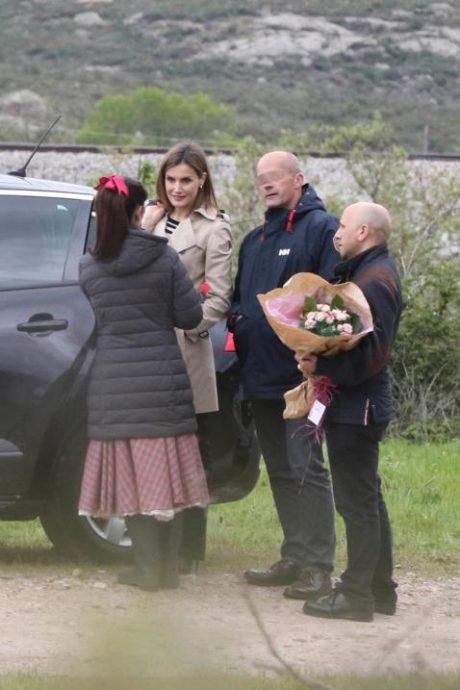 Milf sorprendida durante el rodaje con una chica más joven