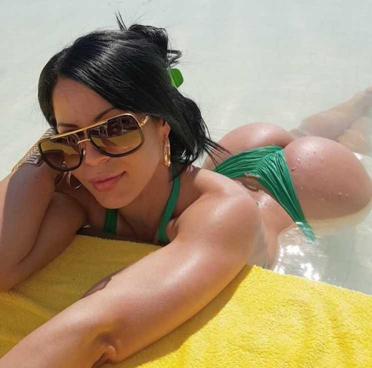 dana bruna bikini