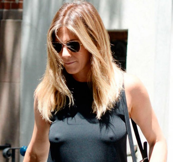 jennifer aniston en la calle sin ropa interior