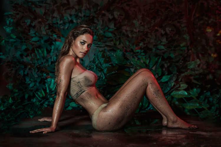 Daniela Nicolás enamora con sesión de fotos al desnudo - TeCache.cl