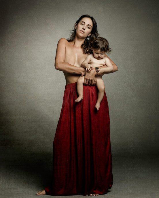Fernanda Ramírez Publica Foto Amamantando Desnuda Tecachecl