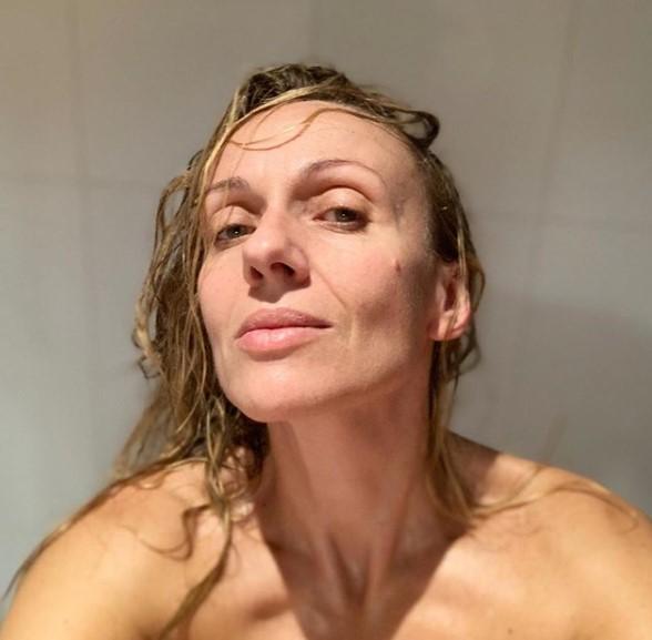 Katyna Huberman luce espléndida en bikini a sus 45 años